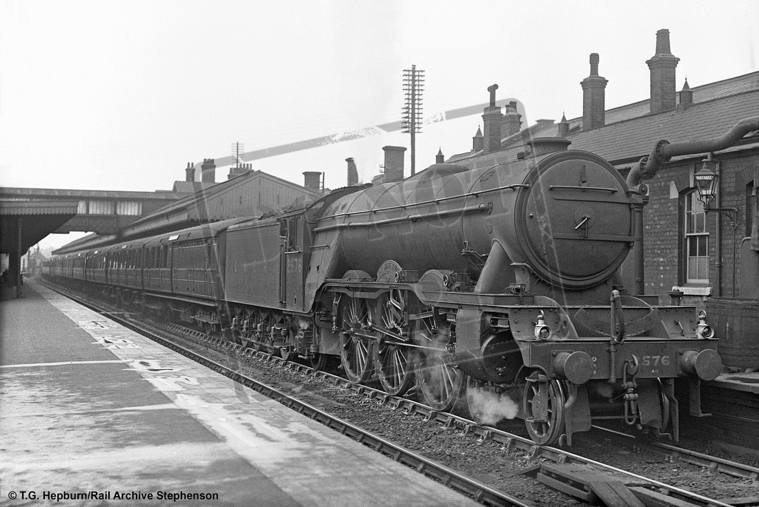 Rail-Online: A1 4-6-2 (Gresley) &emdash; 2576 1939-08-08 Grantham