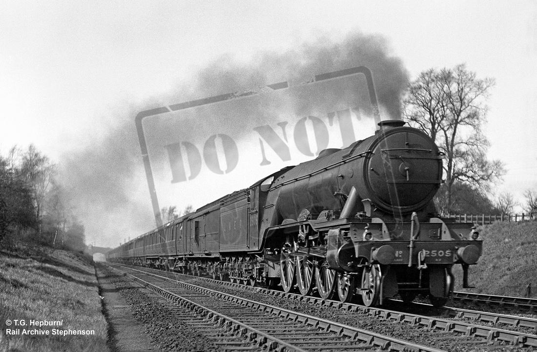 Rail-Online: A3 4-6-2 &emdash; 2505 1939-04-11 Grantham