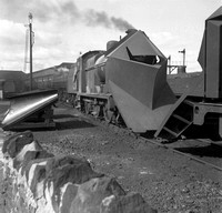 4F 1950s Skipton with snowplough-ROneg-007