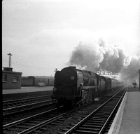 35002 1950s Eastleigh train on the up fast-ROneg-1512-156