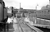 40022 1950s Moorgate, OS maps show water tank against Milton Street road bridge-ROneg-1612-845