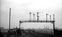 D1xxx 1967-05-06 Holbeck High Level station-ROneg-1703-244